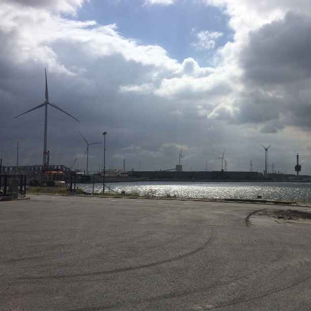 Vijf nieuwe windturbines in de haven van Antwerpen