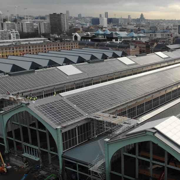 La Banque Triodos finance le plus grand parc solaire de Bruxelles sur le toit de la Gare Maritime